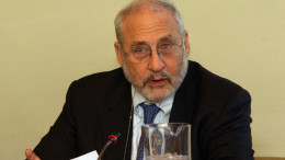 Foto:  Joseph Stiglitz - Fuente:  PASOK https://www.flickr.com/photos/pasokphotos/
